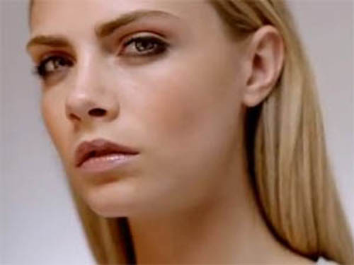 zzzCara Delevingne Burberry Beauty Rock Festical Look