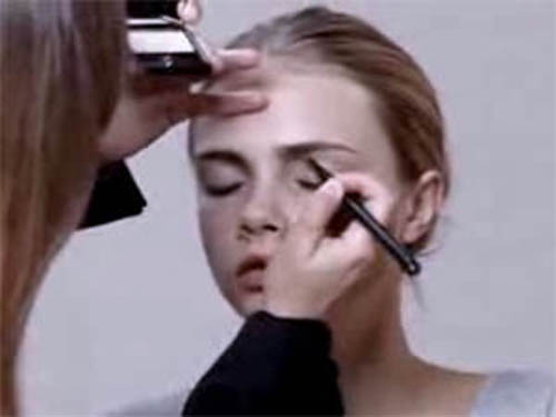 zzzCara Delevingne Burberry Beauty Sun Kiss Look
