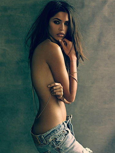 juliana herz costa rican hottie topless stripdown for magazine